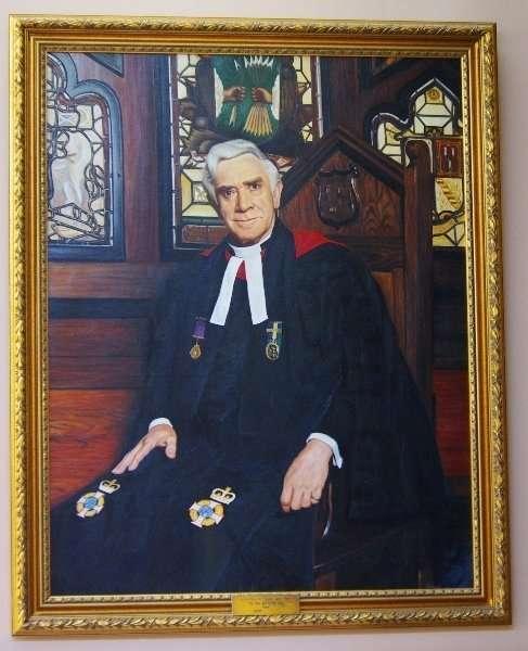 Very Rev Prof Alan Main